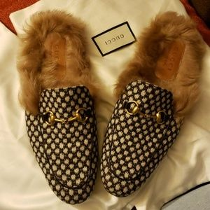 Used authentic Gucci size 9 fur slippers
